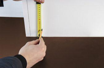 Prise de mesures, pour la pause de plinthes sur mur