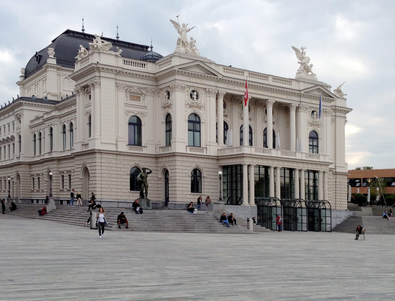 Place centrale, ville de Zurich en Suisse