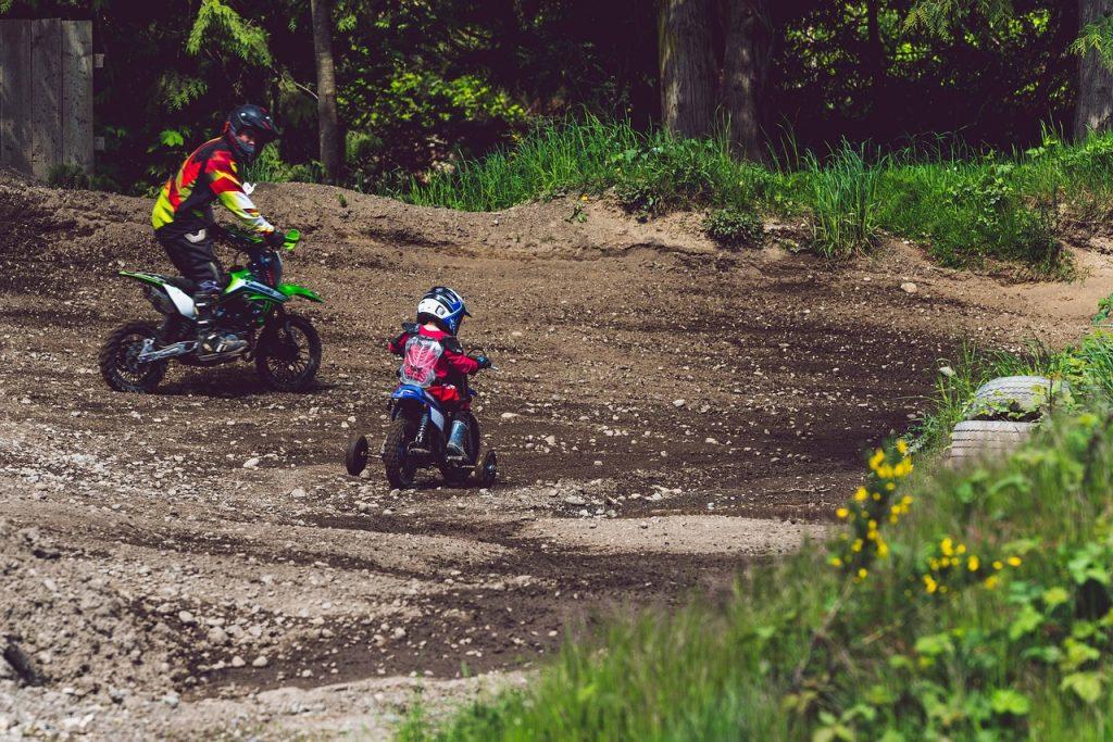 Père et fils moto 3 roues