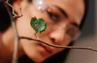Pollution de l'air intérieur : Comment mieux respirer chez soi ?