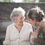 Pourquoi Opter pour un Appareil Auditif pour Vos Grands-Parents ?